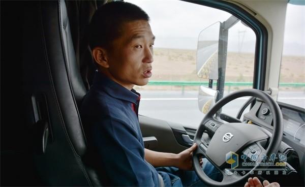 """沃尔沃卡车""""90后""""驾驶员索良"""