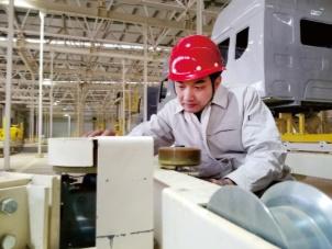 """""""最美东风人""""柳汽技术类首席师黄佳华"""