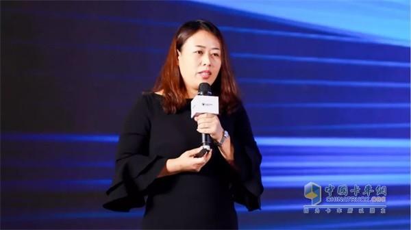 欧马可事业部营销公司服务管理部高级经理孟凡旺女士讲解服务政策