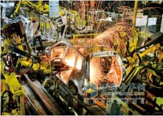 东风柳汽智能化、网联化机械手臂焊接机器人