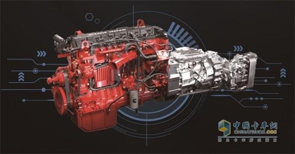欧曼EST超级重卡国六牵引车搭载福田康明斯发动机和采埃孚AMT 变速箱