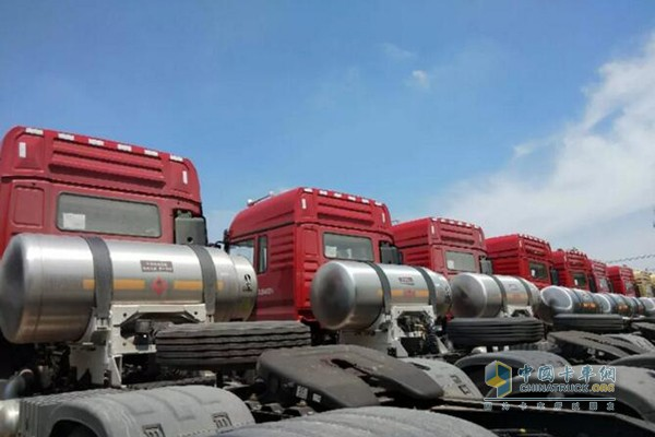 新M3000LNG国六牵引车