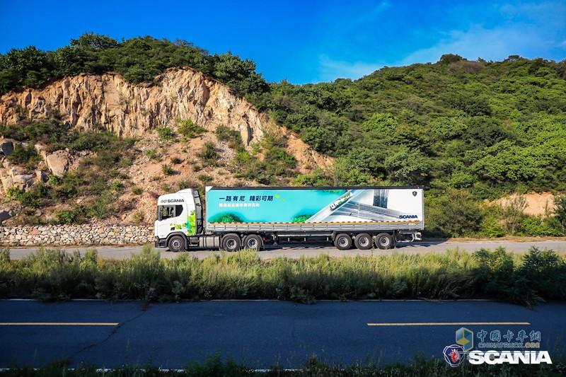 纵贯南北的评测路线中,评测团队选取——郑州到合肥平原路段与丰城到厦门山区路段——两段典型路段记录了斯堪尼亚R450的油耗表现,数据结果也进一步印证全新一代产品在油耗上的卓越改进——平路路段实测平均油耗23.9L/100km,平均车速73km/h;山路路段实测平均油耗27.9L/100km,平均车速63km/h。