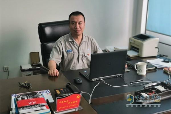 发动机事业部开发二部三室的高级主任师李来群
