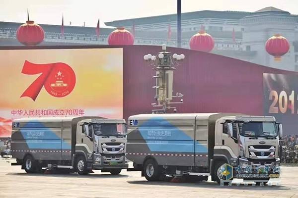 庆铃汽车和京环集团联合打造的纯电动清扫车