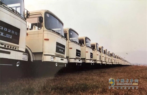 红岩CQ30.290/Z32自卸车
