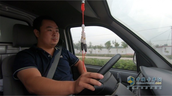 王宏林驾驶福田祥菱商务之星送货