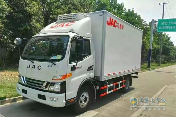 江淮骏铃冷链车搭载专业国际品牌冷机