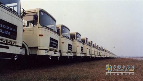 上汽红岩CQ30290 18吨公路用载重车