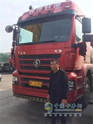 陕汽轩德3系燃气牵引车搭载玉柴发动机
