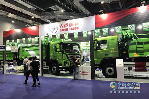 上海国际工程机械展览会所展出的大运N8V智能渣土车LNG版
