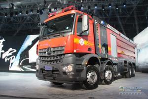 奔驰卡车:不负开采之托 国内首款五轴压裂车交付克拉玛依油田
