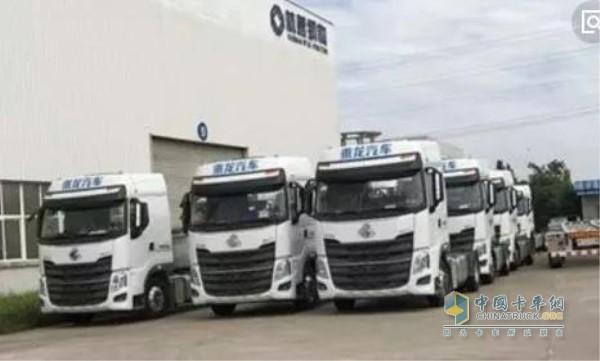 玉柴机器装配柳汽4X2米牵引车用于百世快递运输