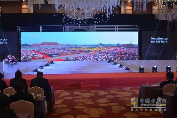 回顾欧曼超级重卡国典版在新中国成立70周年庆祝中精彩表现