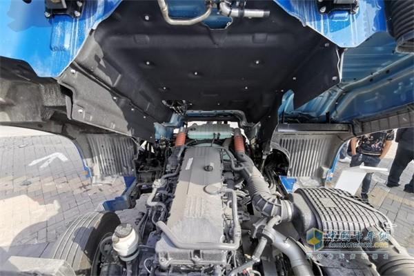 搭载韩国现代第三代POWERTEC发动机