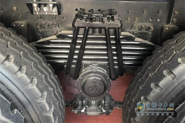 红岩瑞江一体化混凝土搅拌车配备WABCO高级制动系统