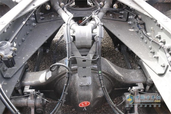 豪瀚燃气车采用V型推力杆,稳定性更高