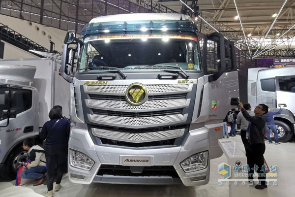 2019年款欧曼超级卡车