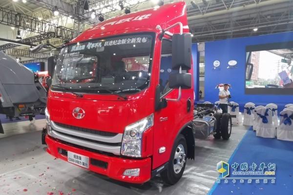 """上汽跃进国六AMT新品--首次搭载上汽""""V""""动力、全新内饰的纪念版C500产品"""