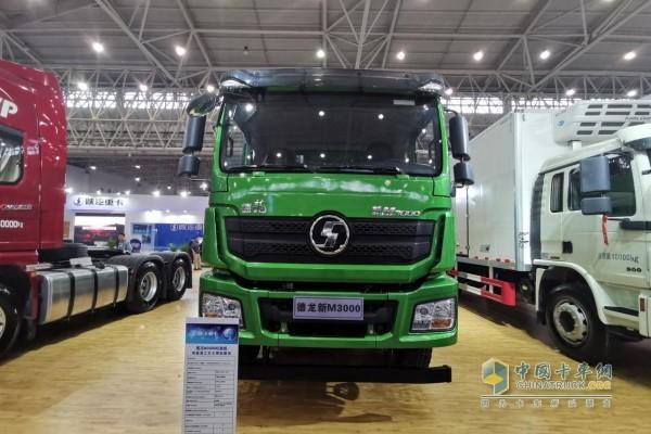 陕汽德龙新M3000 6x4新型环保渣土车