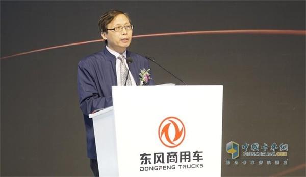 东风商用车商用汽车杂志社总编辑、中国年度卡车评委会成员肖献法先生宣布2020中国年度卡车评测结果