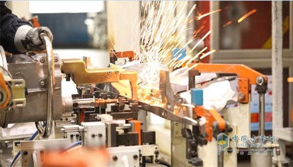 智能化制造工艺和精益求精的生产流程