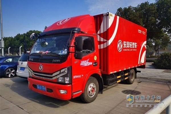 作为CEC官方唯一指定后勤卡车品牌及T.K.R车队指定保障用车,东风轻型车全力保障参赛车辆及物资的运输