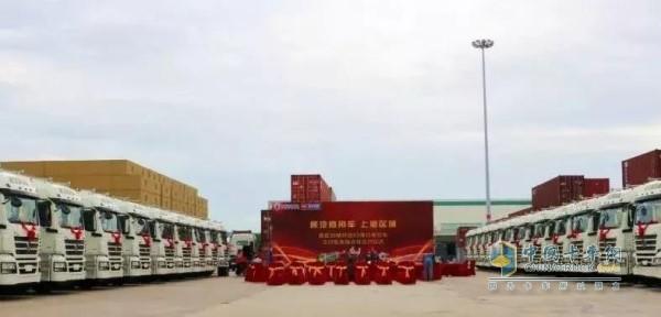 36台配套玉柴YC6L发动机的陕汽轩德港口牵引车在上海港成功交付