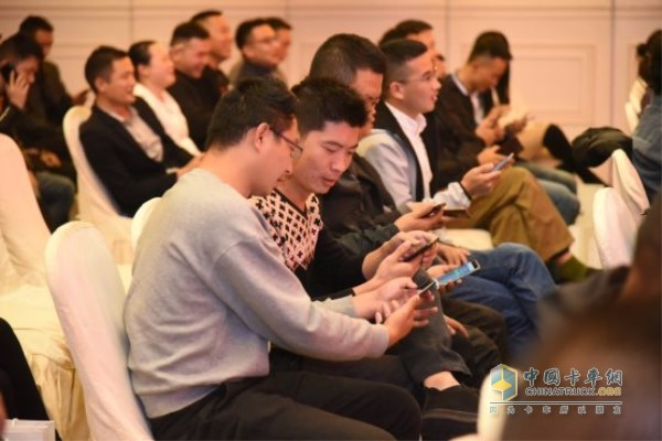 台下观众的互动参与也是热情高涨
