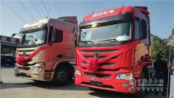活动现场展出的两款联合卡车
