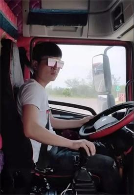 联合卡车坐上驾驶位,楠哥范儿十足
