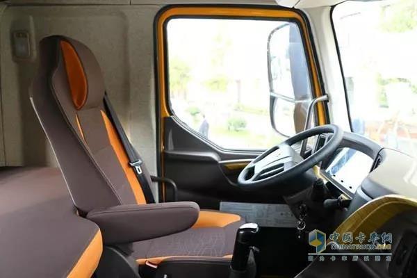 乘龙H7 2019款北方版座椅带有电动加热功能