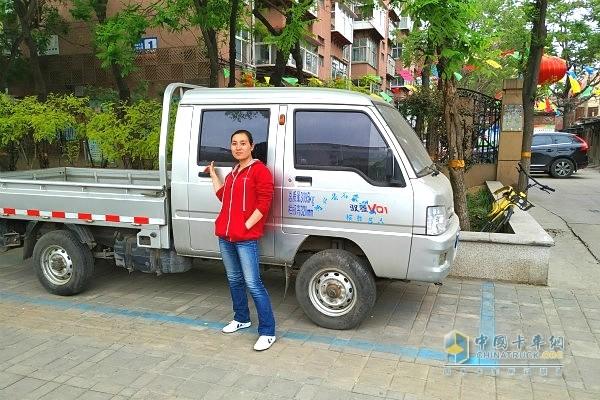 卡嫂在出彩卡车人活动中吸引了很多人的目光