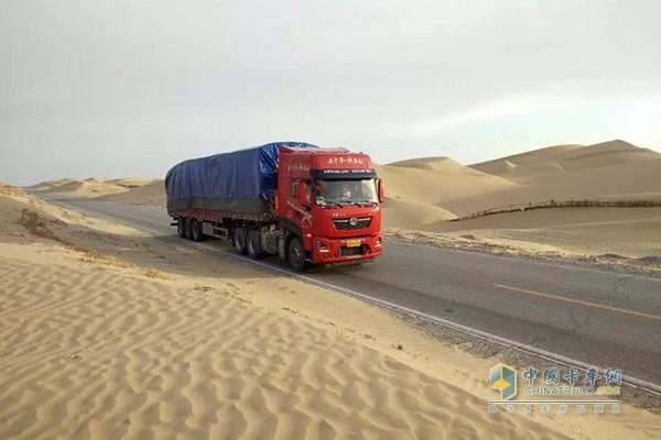 东风天龙KL560穿沙漠无人区