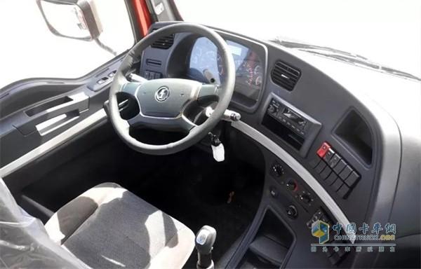 德龙新M3000标准版自卸车体验更舒适