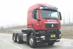 汕德卡牌ZZ4256V324MF1W型 国六危险品牵引车
