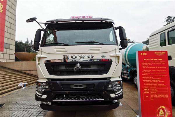 豪沃T7H 8×4 LNG自卸车