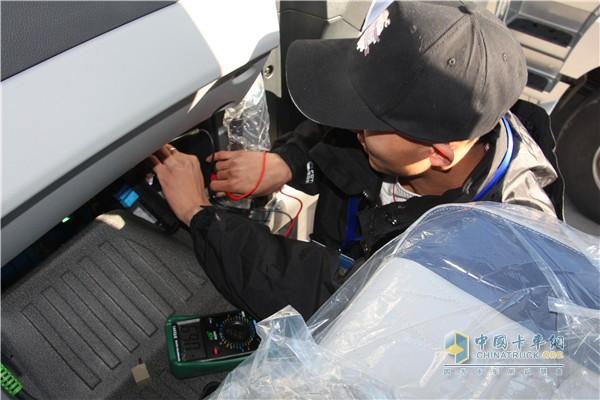参赛选手检测整车故障