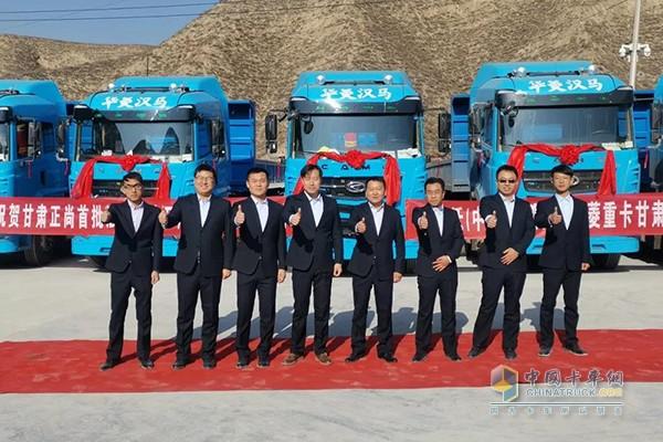 批量蓝色轻量化汉马H7牵引车隆重交付甘肃兰州客户