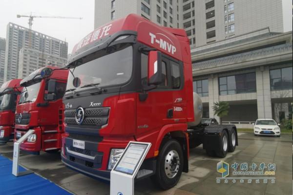德龙X3000国六LNG牵引车