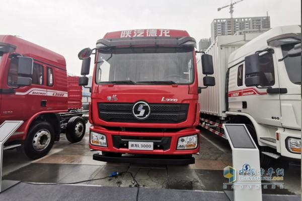 搭载玉柴YC6J245发动机的L3000的6X2厢式载货车