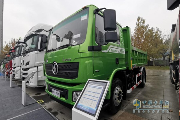 德龙L3000城市自卸车,搭载玉柴YC4E国六发动机,最大功率160马力,最大600N·m扭矩输出。