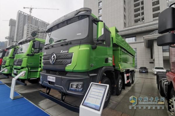 搭载潍柴WP12发动机德龙X3000城建标准版渣土车,发动机排量11.596L,430马力输出,最大扭矩2060N·m