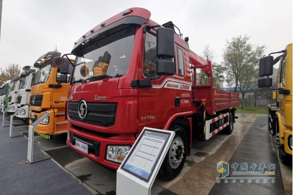 德龙L3000随车起重运输车,搭载潍柴WP6H国六发动机,最大功率245马力,最大扭矩1100N·m;