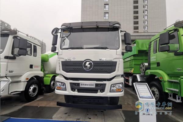 德龙新M3000 LNG标准方量搅拌车,8X4底盘,搅动容量7.7m³