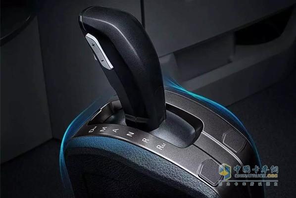 欧曼AMT自动挡超级重卡配装采埃孚AMT变速箱