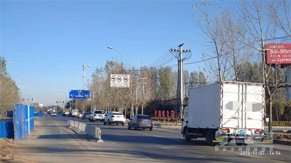 封闭方向车辆借用其他道路绕行