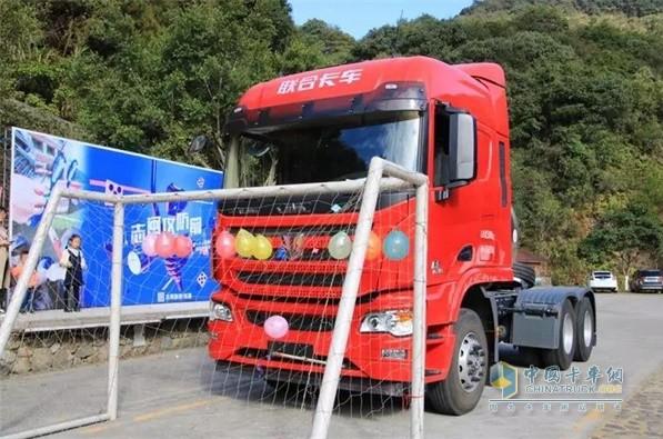 联合卡车国六LNG牵引车