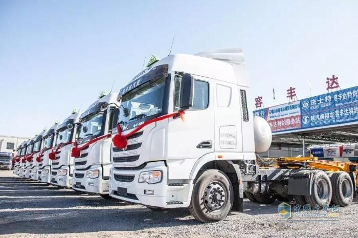 首批联合卡车U+国六LNG(天然气)牵引车大单交付