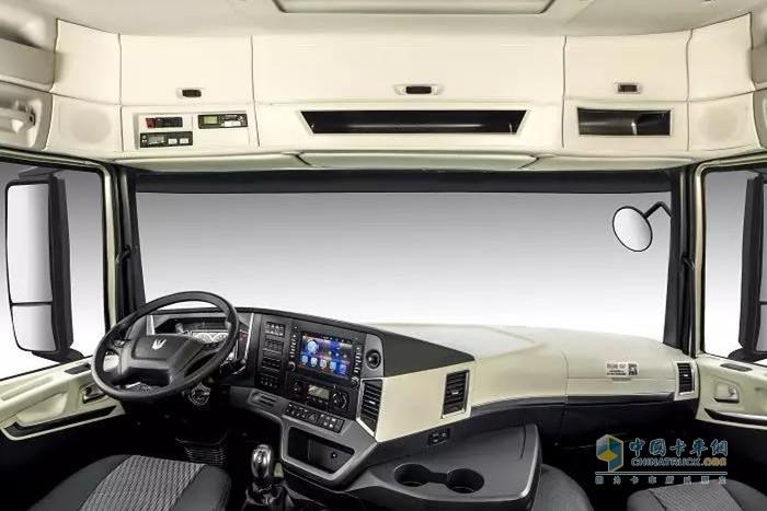 联合卡车U+国六LNG(天然气)牵引车驾驶室